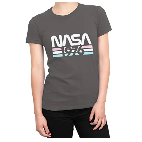 camiseta de la nasa de chica azu con logo de la nasa en ropa de la nasa en dealiens.shop